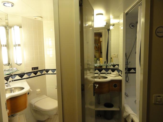 Split bathrooms... a GENIUS designed this.
